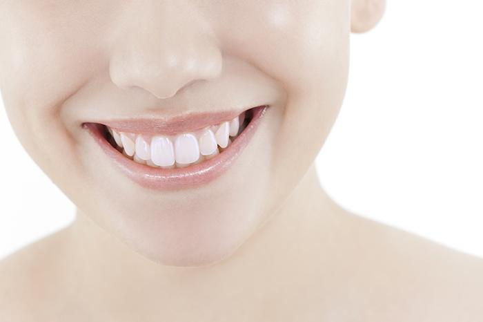 歯茎 から 歯 が 見える